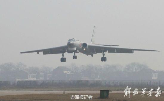 轰6机群满载炸弹轰炸黄河冰面现场