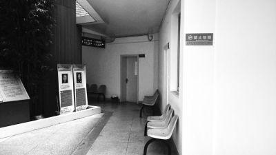 何小蕊、王雪的病房紧挨着,但两家人极少交流