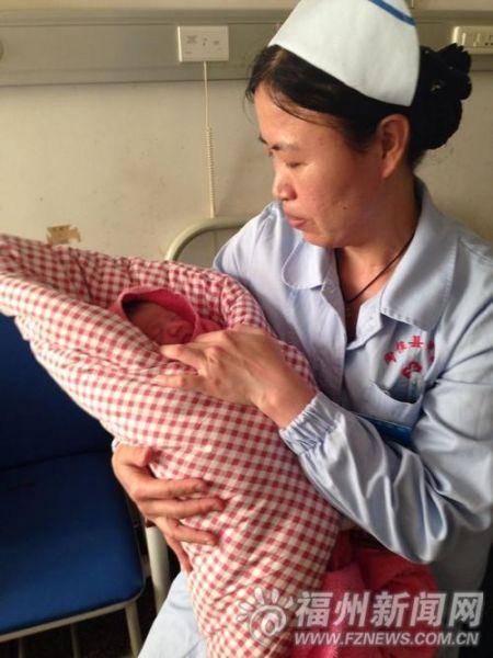 医院聘请护工照顾婴儿