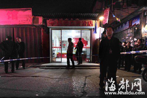 金店被抢劫,警方拉起警戒线戒严