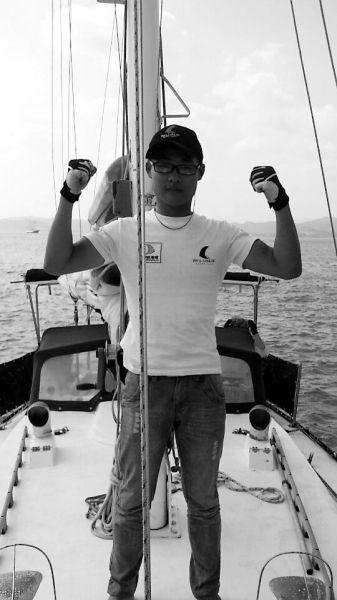 薛家平驾驶帆船