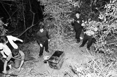 警方找到了犯罪嫌疑人藏尸的箱子