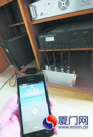 昨日下午,考场手机信号屏蔽仪启用。(本报记者 姚凡 摄)