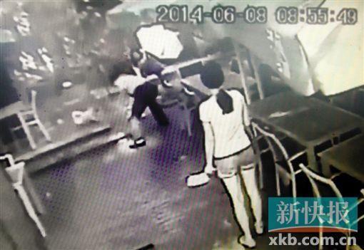 ■据店员称,被打死的白猫产崽不到一个月。新快报记者 毕志毅/摄