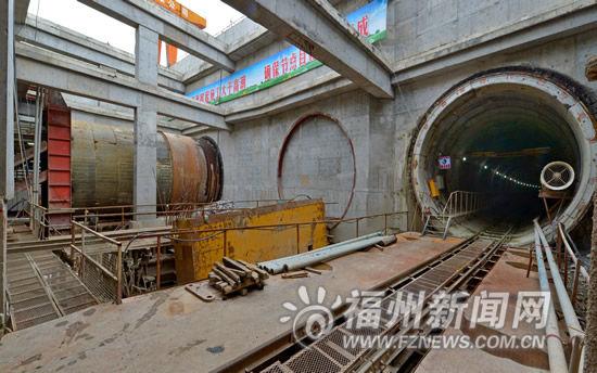 地铁1号线清凉山站第二台盾构今天启程推进