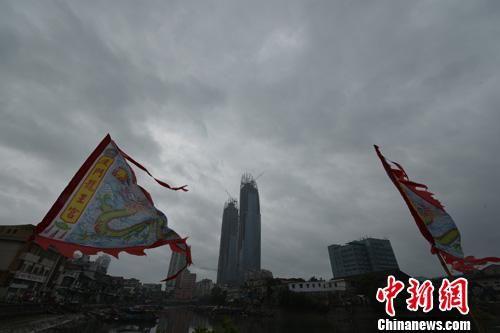 6月15日,厦门上空乌云压城。张斌 摄