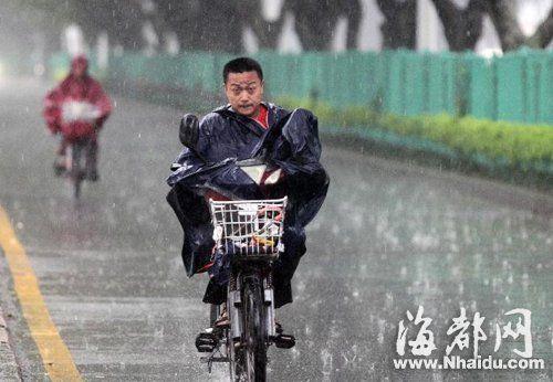 福建中南部暴雨如注