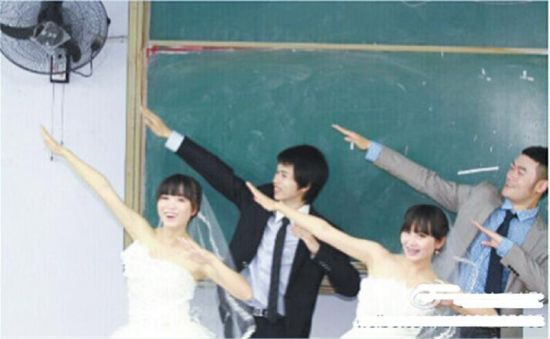 大学毕业后,拍摄毕业婚纱照。