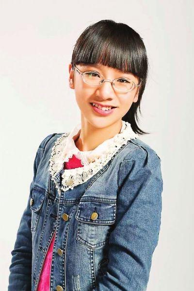 小姑娘年纪虽小,本事倒不少,13岁的她已出版了4本书,受到不少作家的