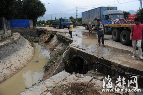 两名失踪人员当时就是被冲入这条排水沟