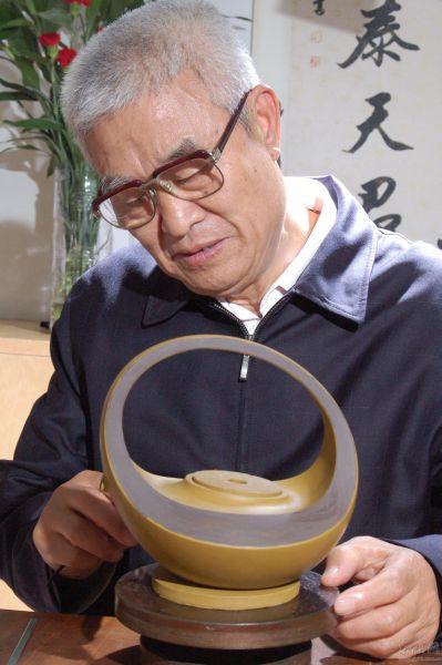 王小龙(江苏省工艺美术大师、研究员级高级工艺美术师)