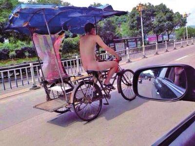 裸体骑车逛街