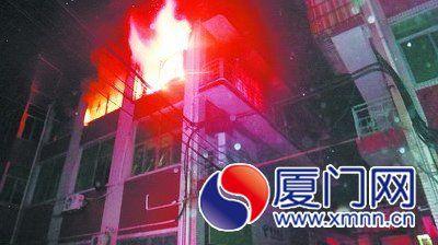 厂房3楼处于猛烈燃烧状态。