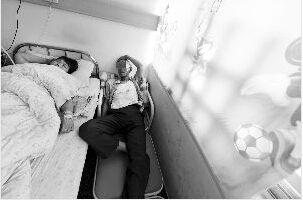李女士的父母全都受伤进了医院李女士的父母全都受伤进了医院 现代快报记者 邱稚真 摄