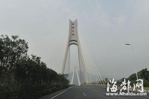 昨日下午,福州淮安大桥上空有点灰蒙