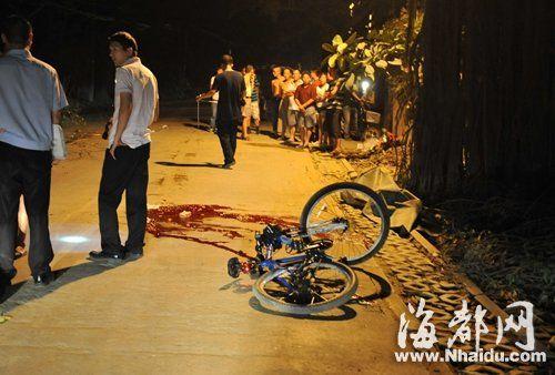 事故现场留有血迹,自行车还倒在路边