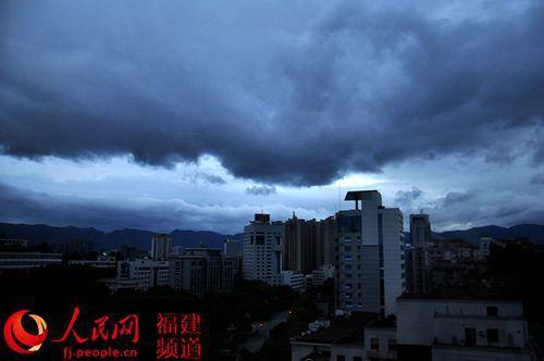 """台风""""凤凰""""继续北上 福州今晚将有阵雨"""
