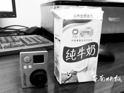 挖了一个小孔的牛奶盒和摄像头