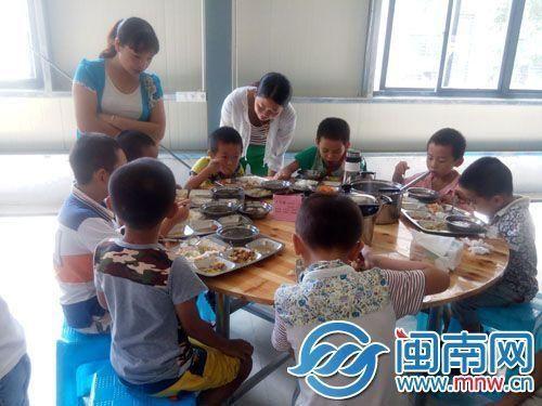 漳州一小学62名学生食堂用餐后 恶心呕吐(图)图片