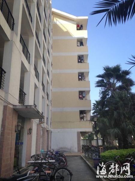 学生从该楼坠楼