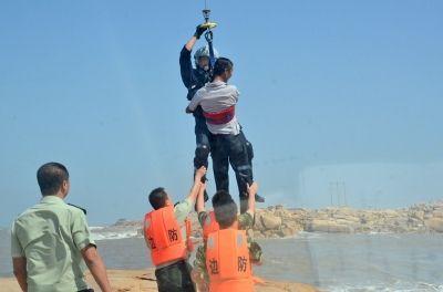 海陆空联动紧急救助被困岛礁游客