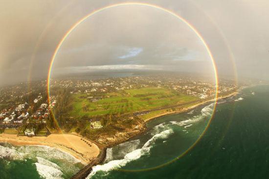 摄影师科林·莱昂哈特捕捉到的全圆形彩虹。