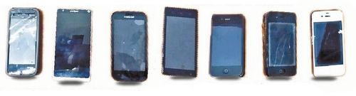 ■7部手机里面有3部是苹果手机。