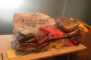 浙江的爱心网友给孩子们寄来的新衣