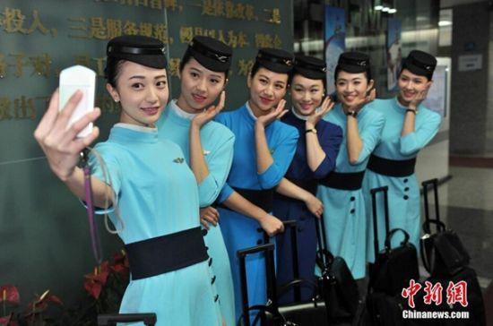 厦航空姐展示新一代制服 网友称美爆了