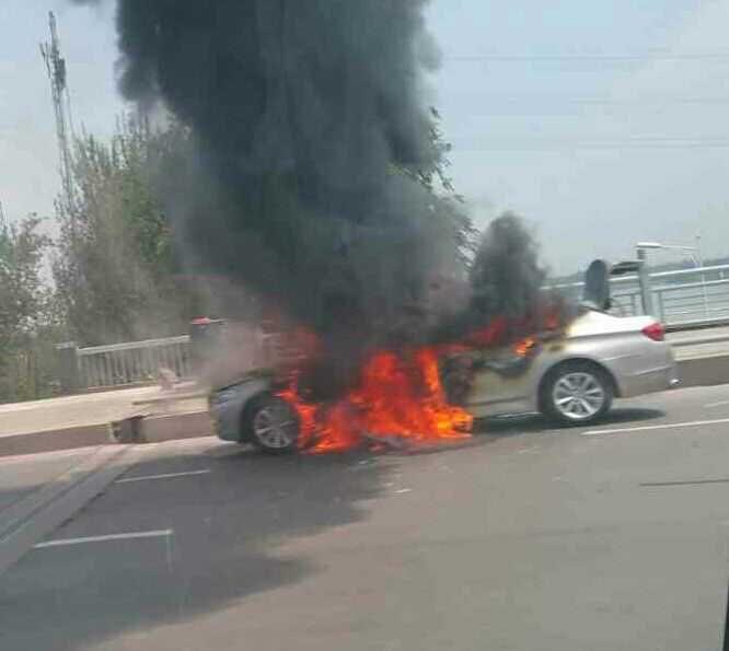 车辆爆胎自燃损坏斜拉索 赔偿高速公路180万元
