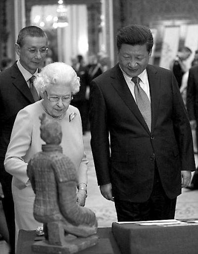 林超伦为英国女王翻译