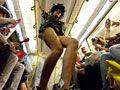 激情围观 柏林地铁惊现热辣时装秀