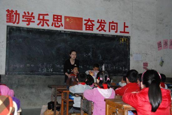 赵娜给孩子们上一堂生动的班课