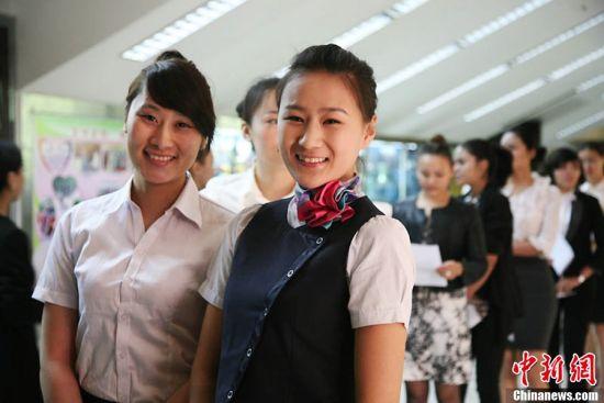 组图:南航新疆招空乘千余美女角逐80岗位