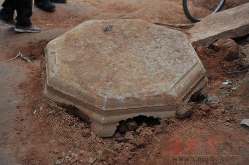 专家凭这个塔基座构件猜测,这可能是唐代高僧墓
