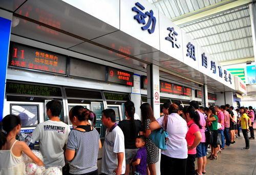 这是南昌铁路局厦门火车站的动车组自动售票处,福建省内售票不受影响(7月24日摄)