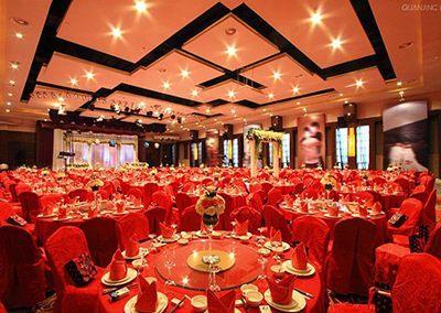 酒店婚宴奢华大气餐桌布置搭配技巧