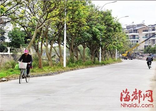 福州古街设可移动垃圾桶 今后或实行卫生责任制(图) 2012-02-02 07:53