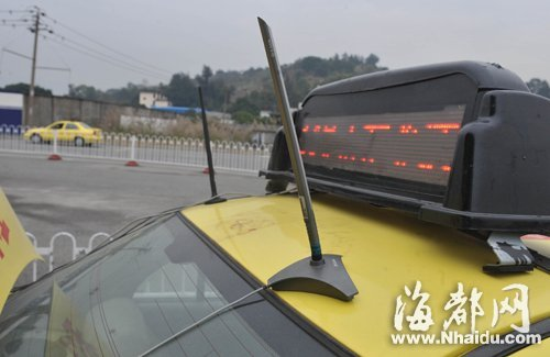 车载GPS发射器可将车辆操作信息传到考试中心的电脑上