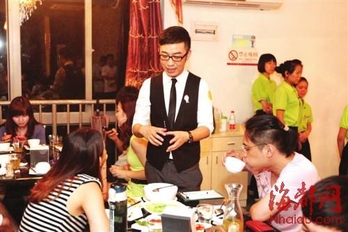 福州本地4明星客串餐厅服务员 为寒门学子募捐(图)图片