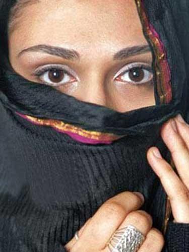 组图:阿拉伯女性面纱下的私密世界