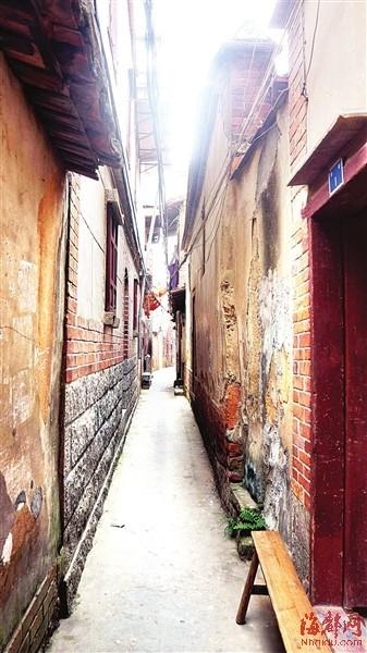 幽静的巷道,矮旧的瓦房,如今的李巷,虽已有些许残破,但仍是附近居民的重要通道