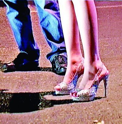 高跟鞋有17厘米
