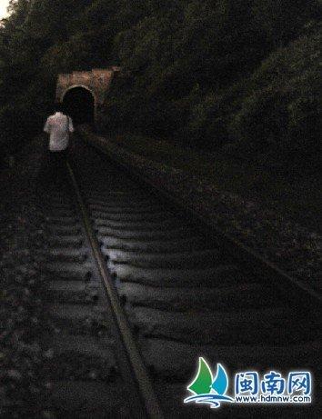 事发隧道口附近