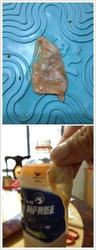奶茶里倒出疑似避孕套 统一公司表示会检测样品