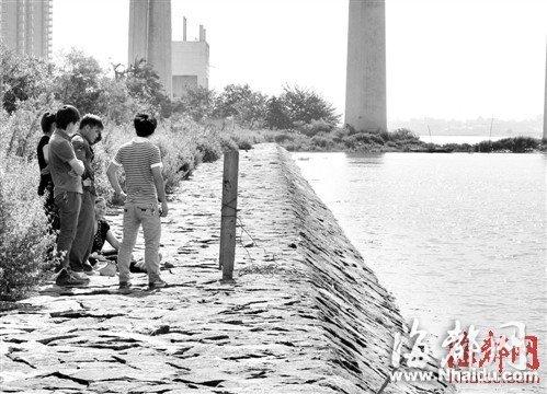 福州一对兄弟江边拉网捕鱼 不幸双双溺亡