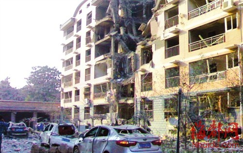 发生爆炸的居民楼,从地下室到六层全部被炸裂
