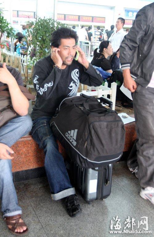 昨日,记者联系懂日语的市民,给松本辉彦提供帮助