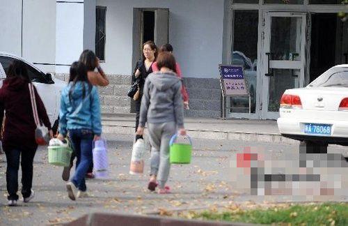 http://news.xinhuanet.com/yzyd/society/20121017/133716722627894070351n.jpg