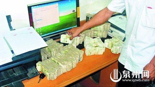 刘师傅拿了5300张一元钱的钞票赔偿张师傅